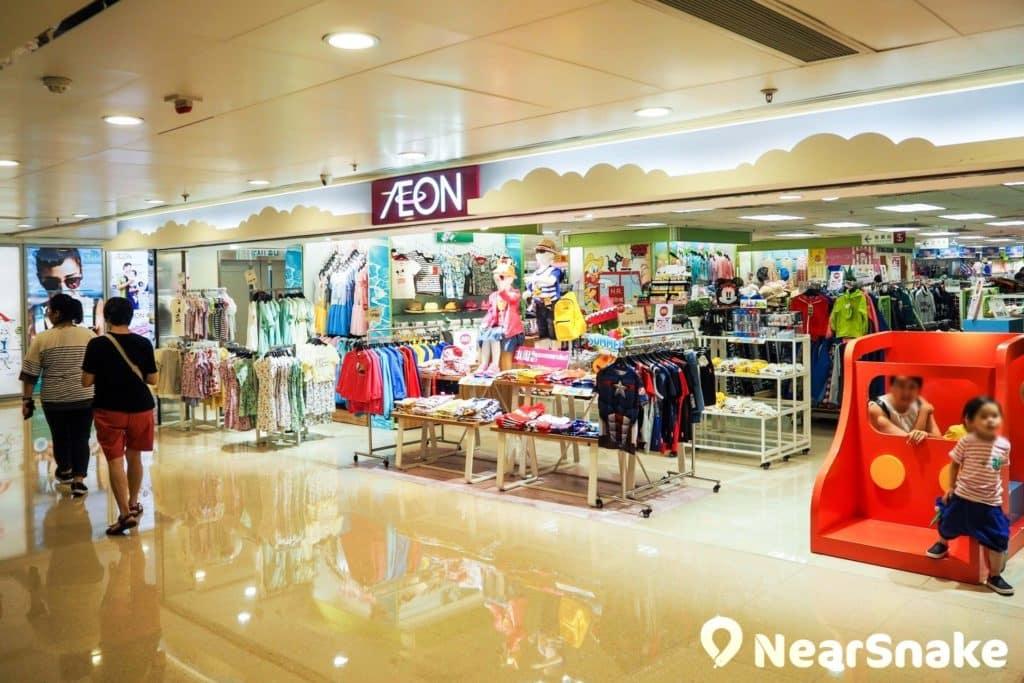 屯門市廣場一期以 AEON Stores 為核心,貫通三層樓層,其前身為吉之島。