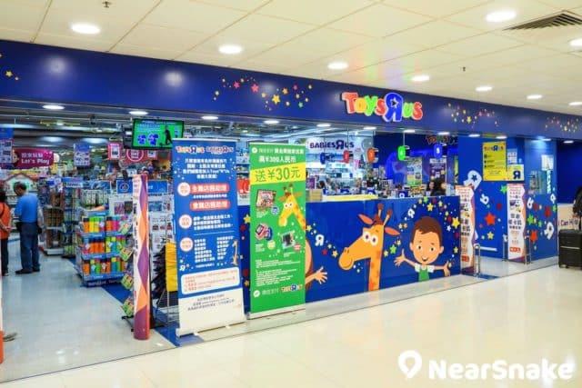 屯門市廣場內亦有專為小朋友而設的商店街,甚至有小朋友至愛的玩具反斗城。