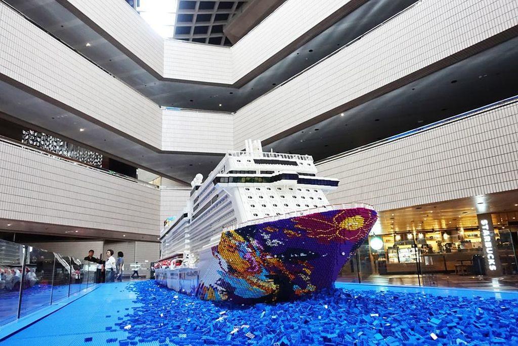 「世界夢號」積木巨輪現已進駐香港文化中心,稍後會移師至灣仔會議展覽中心繼續展覽。