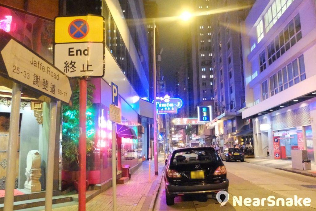 灣仔酒吧街其實沒明確範圍,一般理解是盧押道、菲林明道、謝斐道、駱克道一帶。