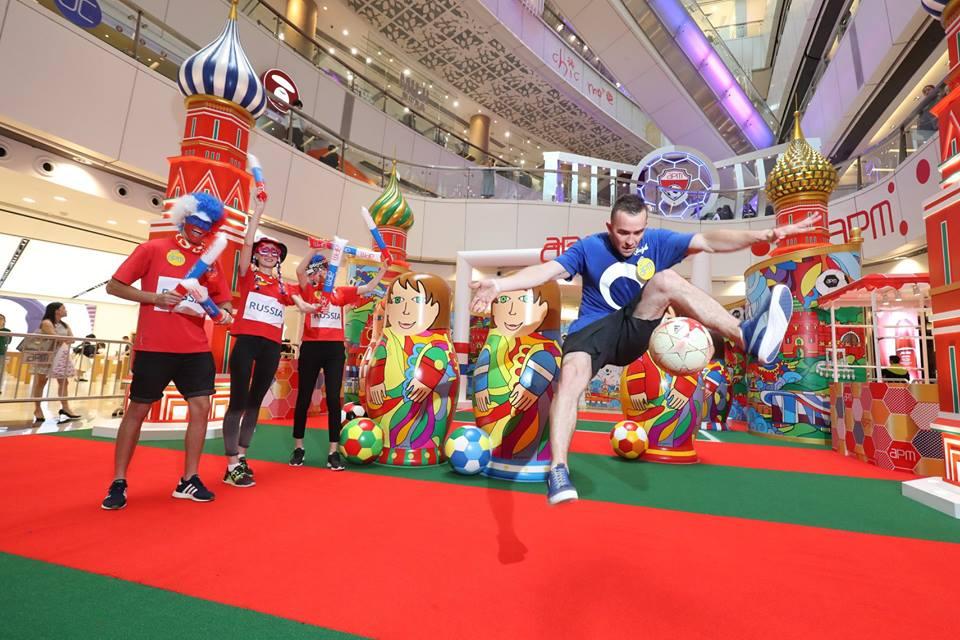 觀塘 apm 邀請了世界級花式足球達人 Szymon Skalski 現場表演花式足球高難度技巧。