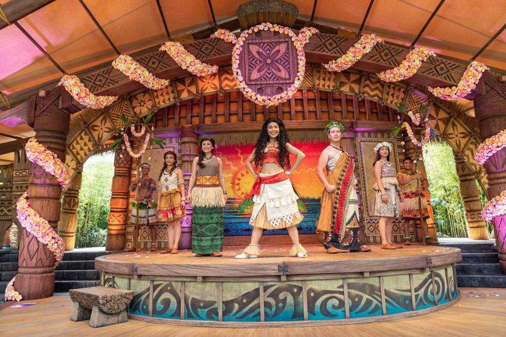 《魔海奇緣凱旋慶典》講述女英雄慕安娜的冒險故事。