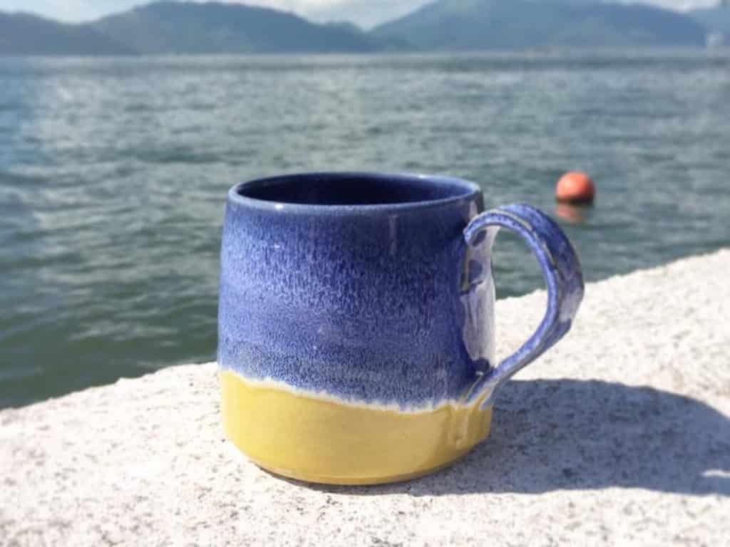 夏日滿繽FUN•週末市集攤檔推介:「Karen Wong Ceramics & Art」- Karen Wong 土生土長屯門人,喜歡手造器物,透過一雙手,讓藝術融入生活中,發掘種種不同的可能性,作品風格崇尚自然簡單。
