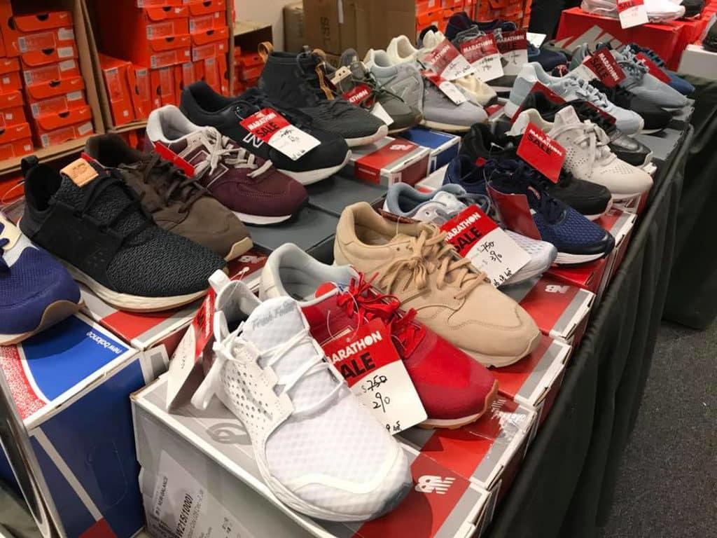 馬拉松開倉海港城展銷集現場有大量運動名牌波鞋發售。