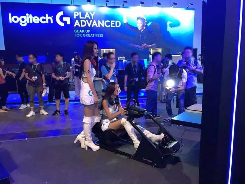 香港電腦通訊節 2018 的會場上設有 E-Sports Festival 電競專區,又有 ASUS ROG 和 Logitech 兩大展館。