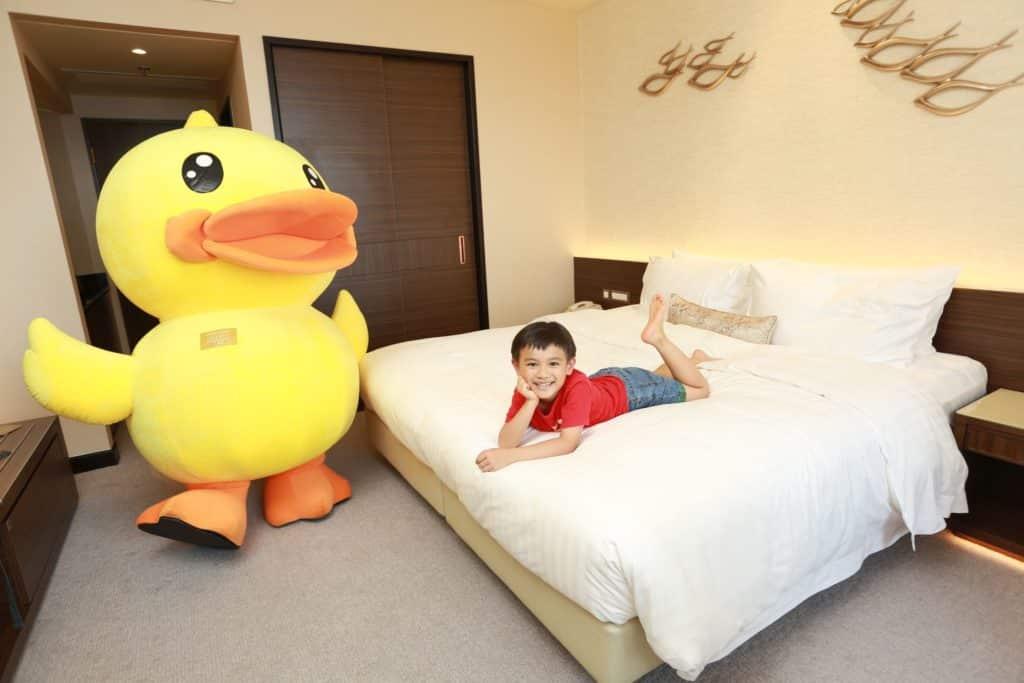 香港黃金海岸酒店準備了「B.Duck 臨海假期住宿計劃」,包括入住豪華海景客房、享用豐富自助早餐和參加各式 B.Duck DIY 工作坊。