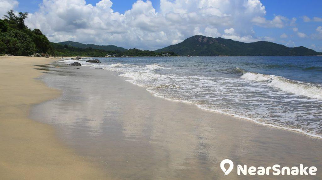 長沙泳灘是位於大嶼山的泳灘