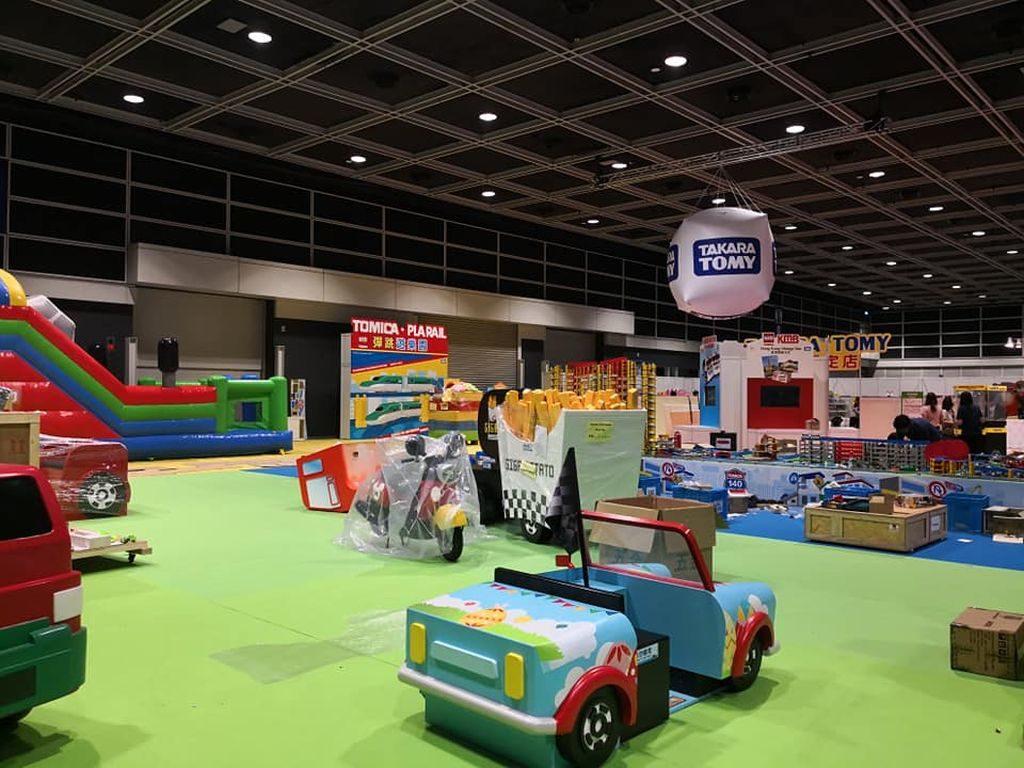 香港玩具展 2018 上的 TOMICA•PLARAIL 彈跳遊樂園集合了休閒、遊戲、展覽及親子互動元素於一身!
