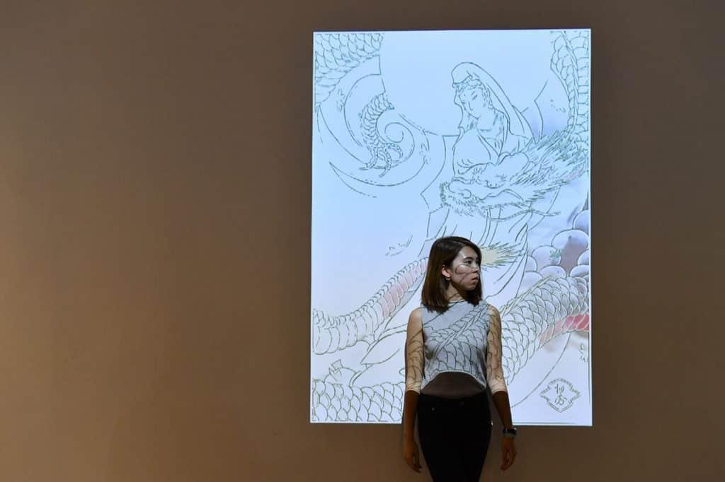 大家可在 K11 時裝紋藝展覽上,找到龍與觀音交融的作品。