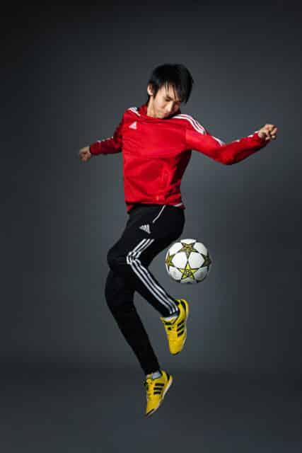 著名職業花式足球員「旺角美斯」施寶盛將於利東街上表演花式足球。