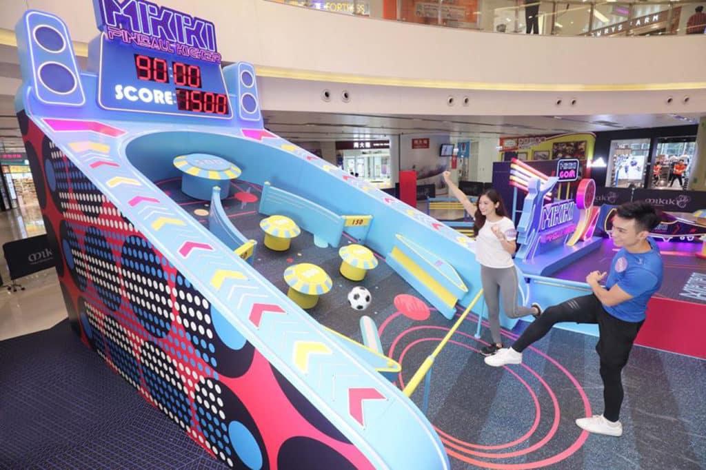 Mikiki 場內設有 4 米高巨型「足動彈珠機」,以足球代替彈珠。