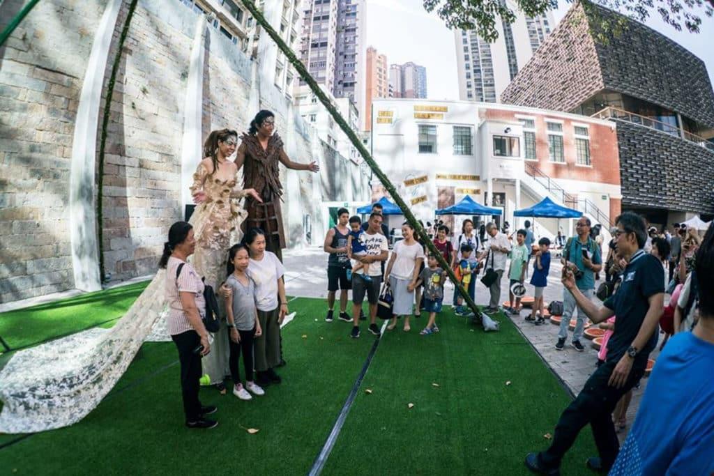 踩高蹺也是大館「大細路小馬戲」馬戲表演的焦點環節。