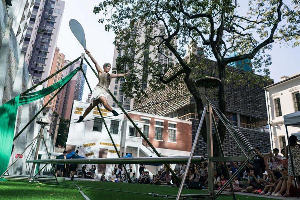 走鋼線是馬戲表演的重點雜技項目,在大館舉行的「大細路小馬戲」當然不會欠奉。