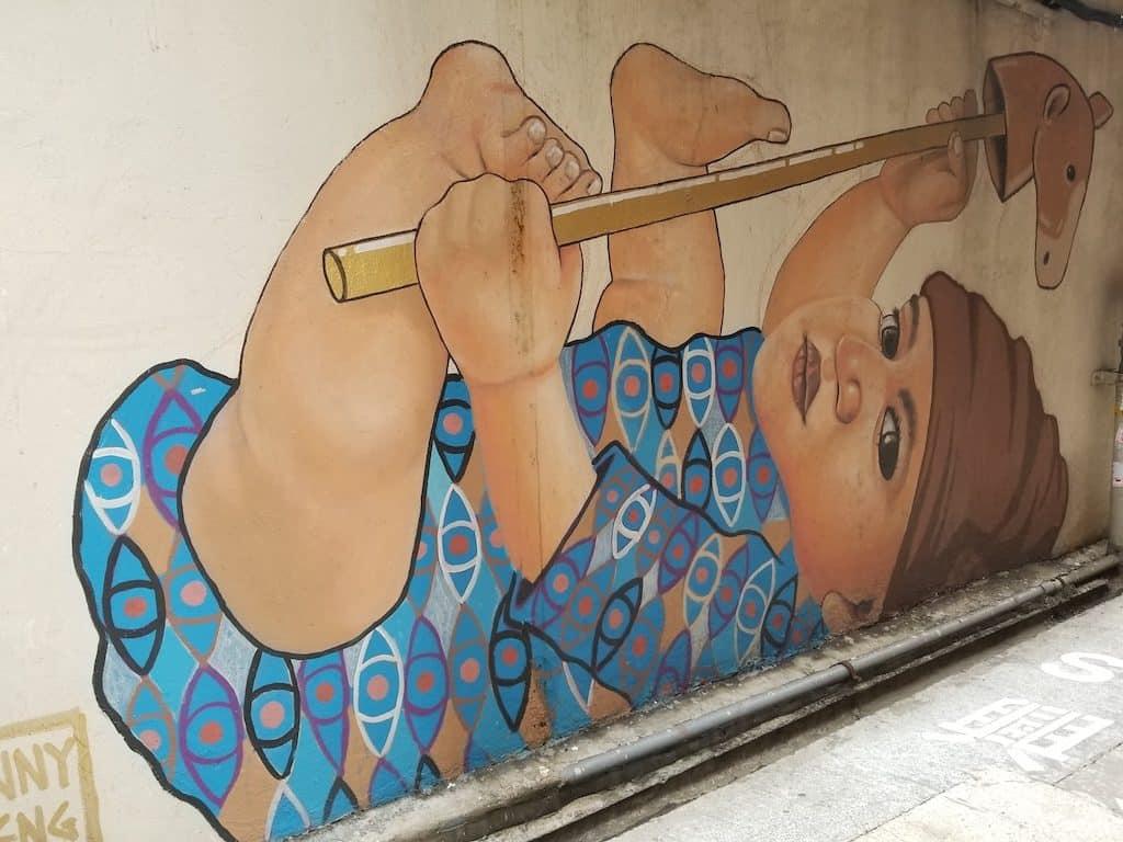 淘大商場:「動起來!街跑吧!」工作坊-觀塘後巷有不少的塗鴉創作,當中包括 Addison Karl,曾志威等於街頭的多幅塗鴉作品都極具特色。