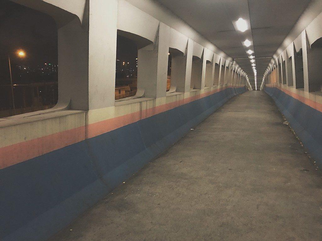 淘大商場:「動起來!街跑吧!」工作坊-港產電影《志明與春嬌》曾於這個天橋取景,因此而聞名,更有「志明橋」之稱。