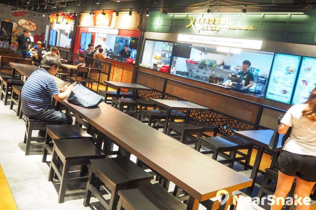 位於 T.O.P 商場地庫的「旺角煮場」,設有 6 間人氣外國及本地餐廳,讓你品嚐到各式美食。