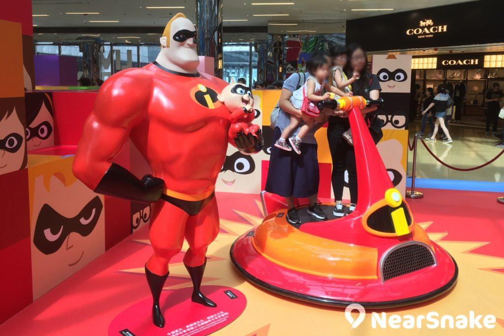 《超人特工隊 2》的超能先生與 BB 積積降臨太古城中心,與大家打卡拍照。