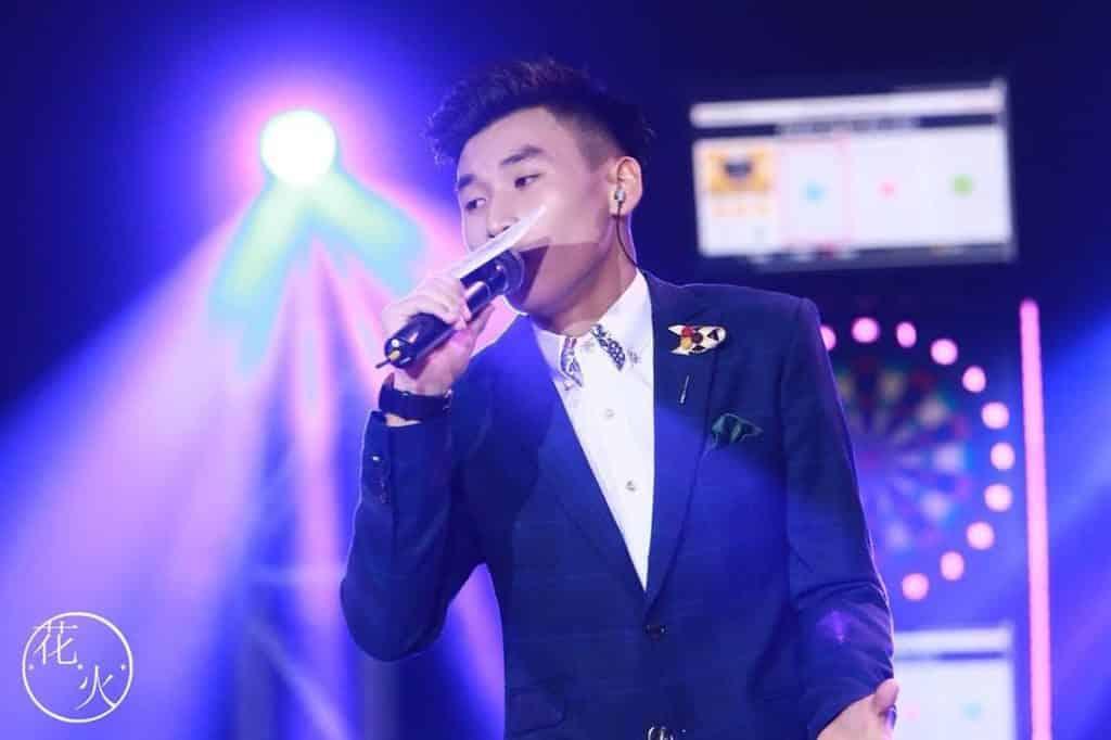 白紙市集花火音樂會表演單位:郭昭賢 Anson,非常熱愛音樂,平日鐘情於自彈自唱,特別是情歌。