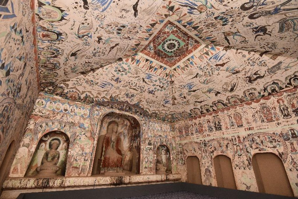 「數碼敦煌——天上人間的故事」展覽複製莫高窟建於西魏時期的第二八五窟,洞窟裏的壁畫內容豐富,是中西文化交流的重要見證。