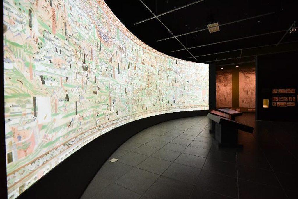 「數碼敦煌-天上人間的故事」展覽以數碼技術展現的莫高窟六十一窟中五代時期大型壁畫《五臺山圖》。