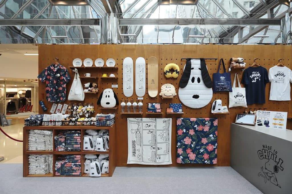 "DING DONG宅配便 ☓ LOG-ON ""Chill"" as Snoopy 限定店: 現場發售過百件限定 Snoopy 精品及輕食。"