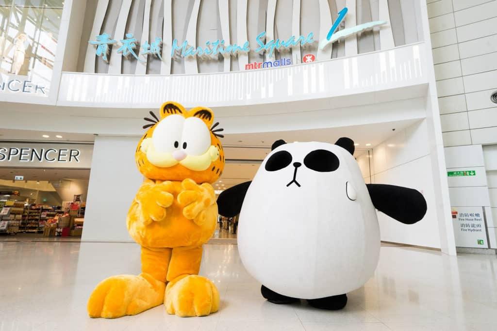 加菲貓來港探訪好友聾貓,相約在青衣城見面。