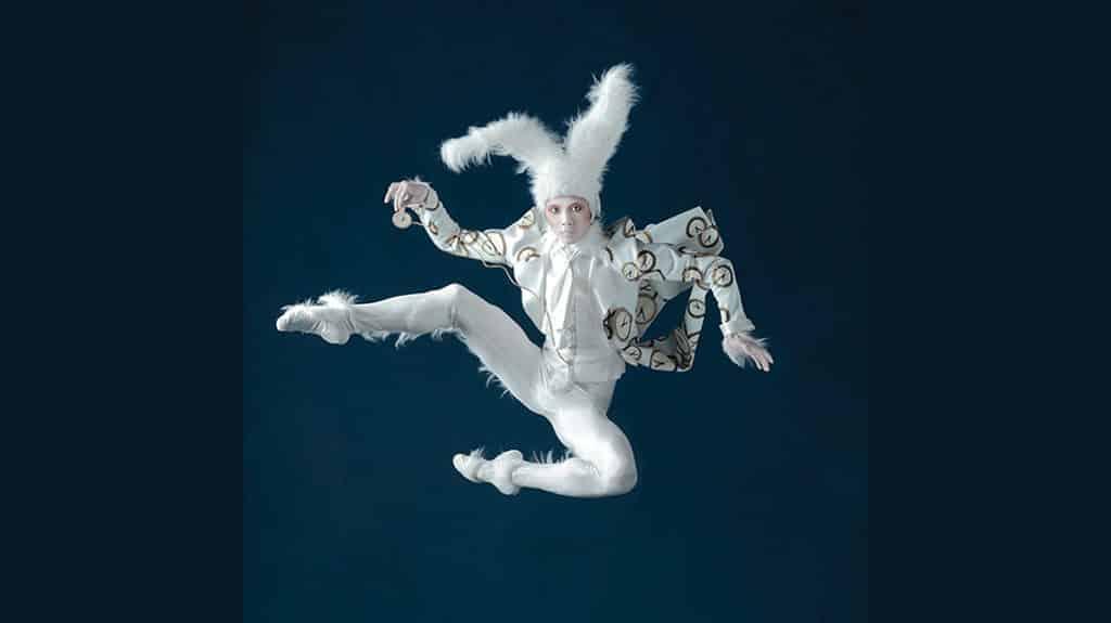 《愛麗絲夢遊仙境》芭蕾舞劇服飾展覽及巡遊: 跳脫的白兔先生
