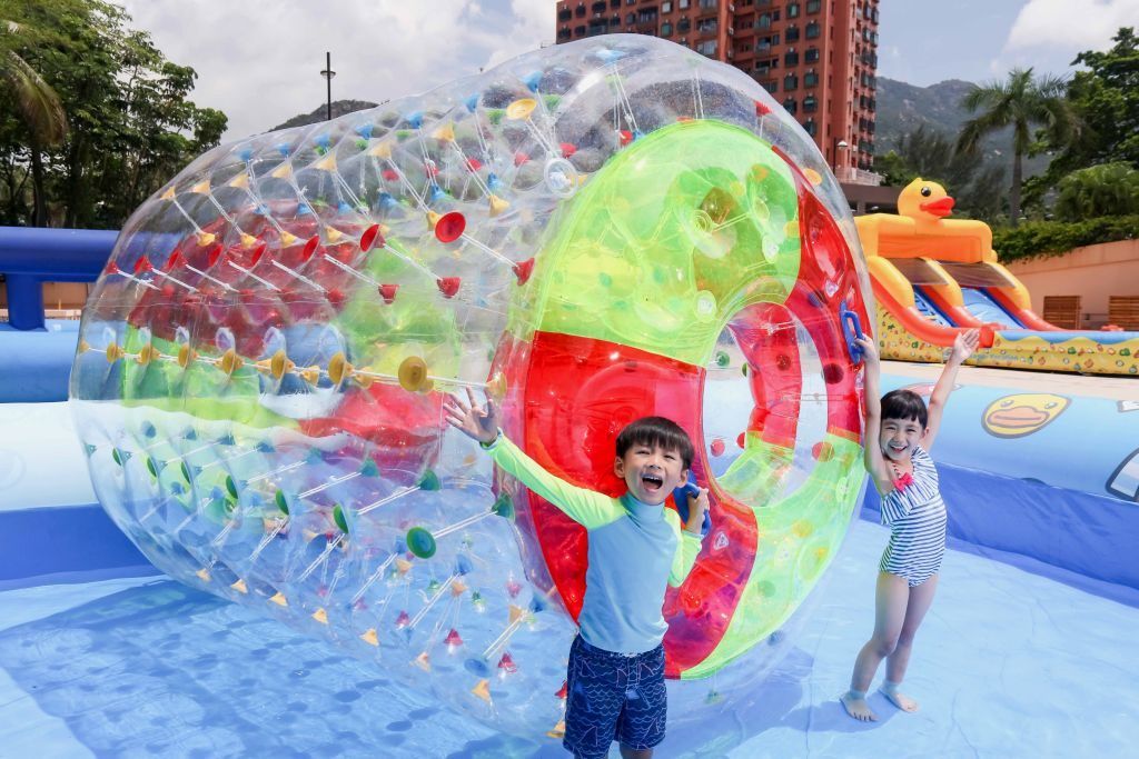 香港黃金海岸 B.Duck 主題水上充氣遊戲:B.Duck 水上滾筒