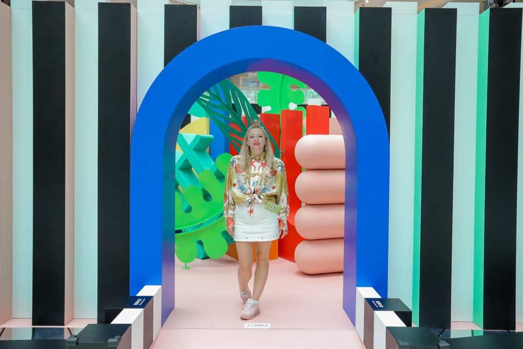 新都城中心MCP CENTRAL:「玩轉日夜『迷』城」- 英倫視覺藝術大師 Anna Lomax 為活動設計視幻主題巨型裝置。
