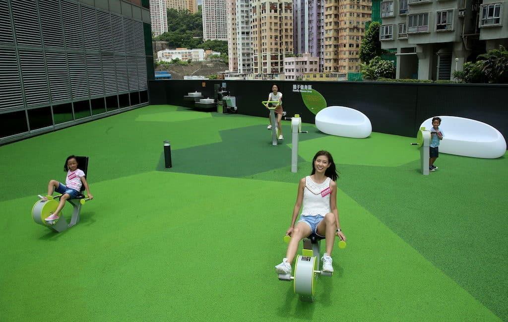 引入自英國最新設計的遊樂場健身運動設施,設臥式、手部及動感單車,功能完善的設施更具備手機充電功能。