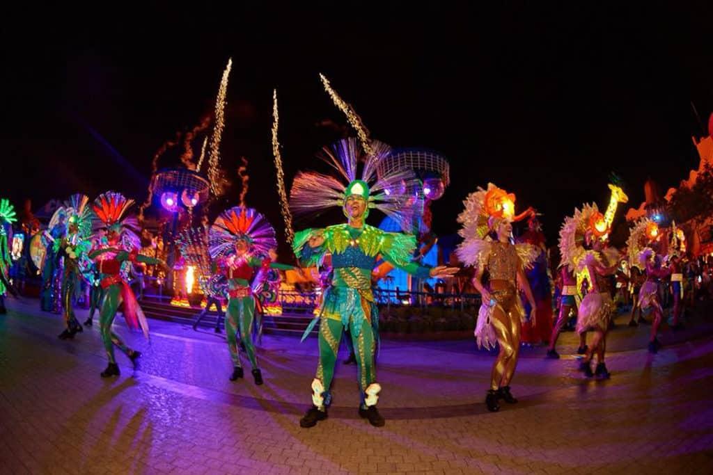 海洋公園動夏嘉年華 2018 中的「加勒比夏夜巡遊」同樣精彩。