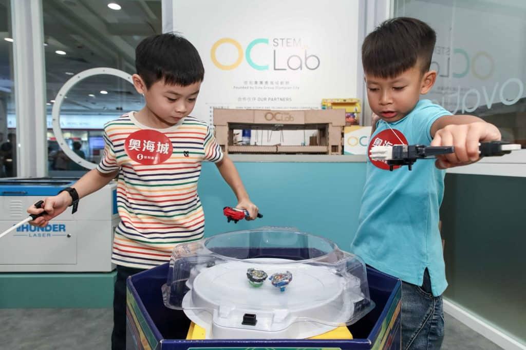 奧海城STEM SUMMER CAMP夏令營將設全港首個《爆旋陀螺STEM學堂》,讓小朋友隨意組裝及測試各款不同功能的陀螺。