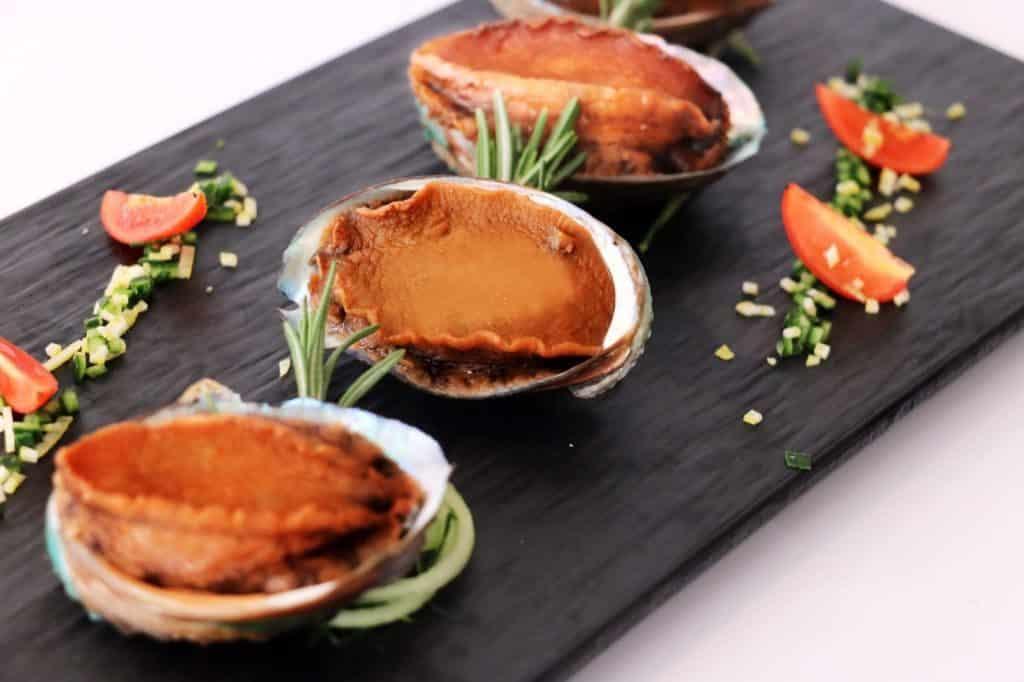珀麗酒店:味歷亞洲海鮮自助晚餐 - 原隻冰鎮日式璣煮鮑魚