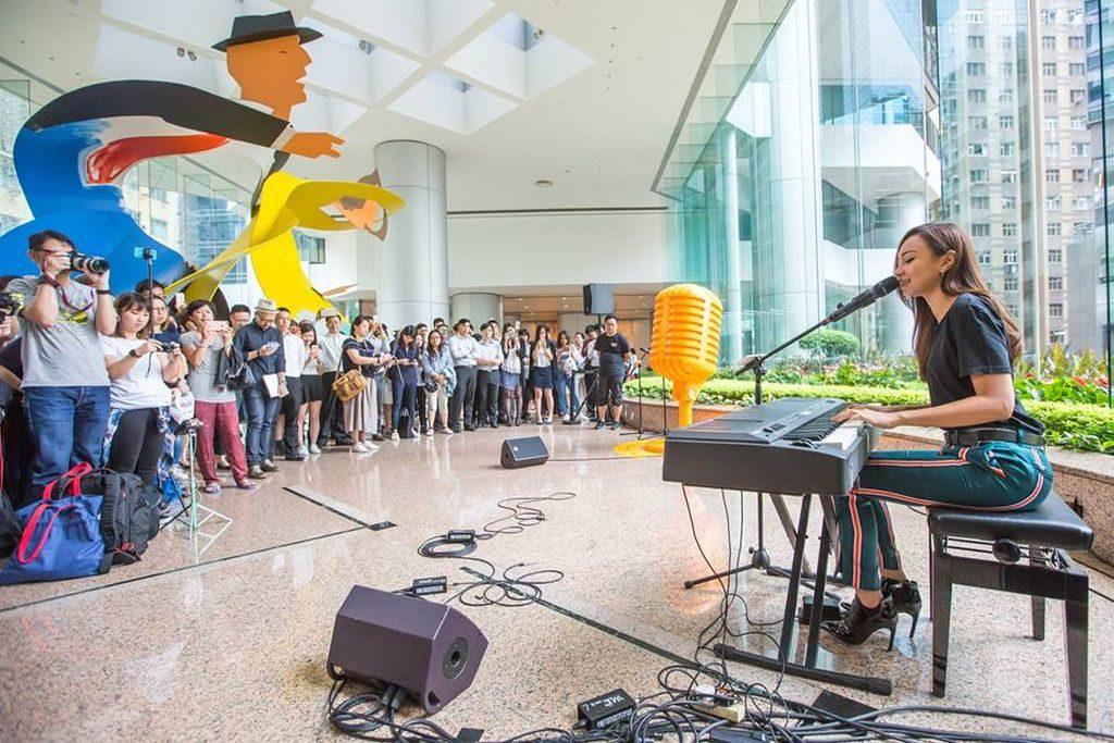2018 年 9 月至 10 月期間的周四午飯時間,太古坊辦公大樓將會奏起午間樂韻,為上班人士打氣充電。