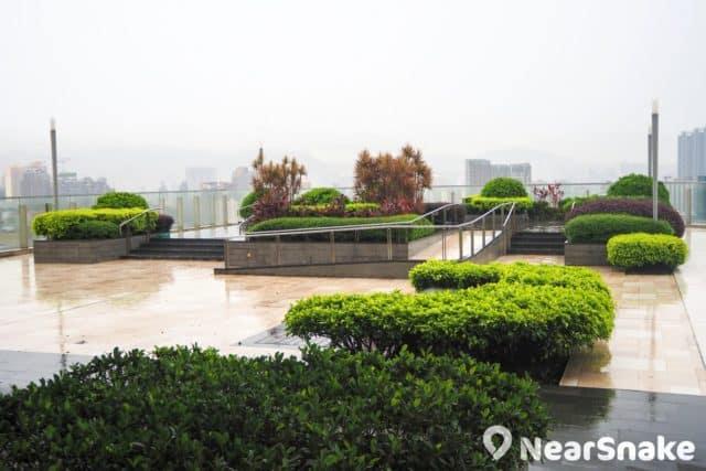 位於 The One 商場第 16 層的「The AIR」空中花園,環境寬敞優美,難怪會打造為證婚場地。