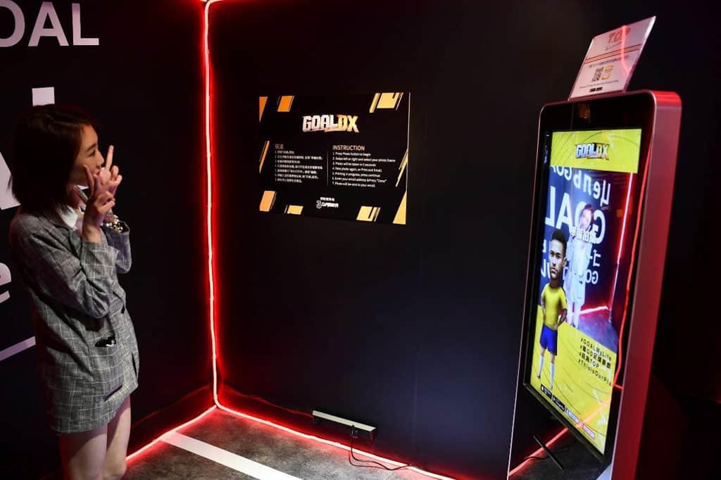 T.O.P. 限定店內設有以《GOAL DX》為主題的 Photo Booth。