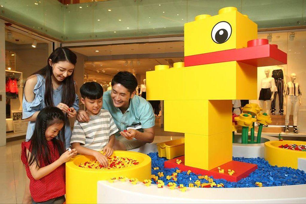 「荃灣廣場 × LEGO 我們的遊樂場」-百變小鴨池:利用相同 LEGO 零件創作不同鴨仔造型。