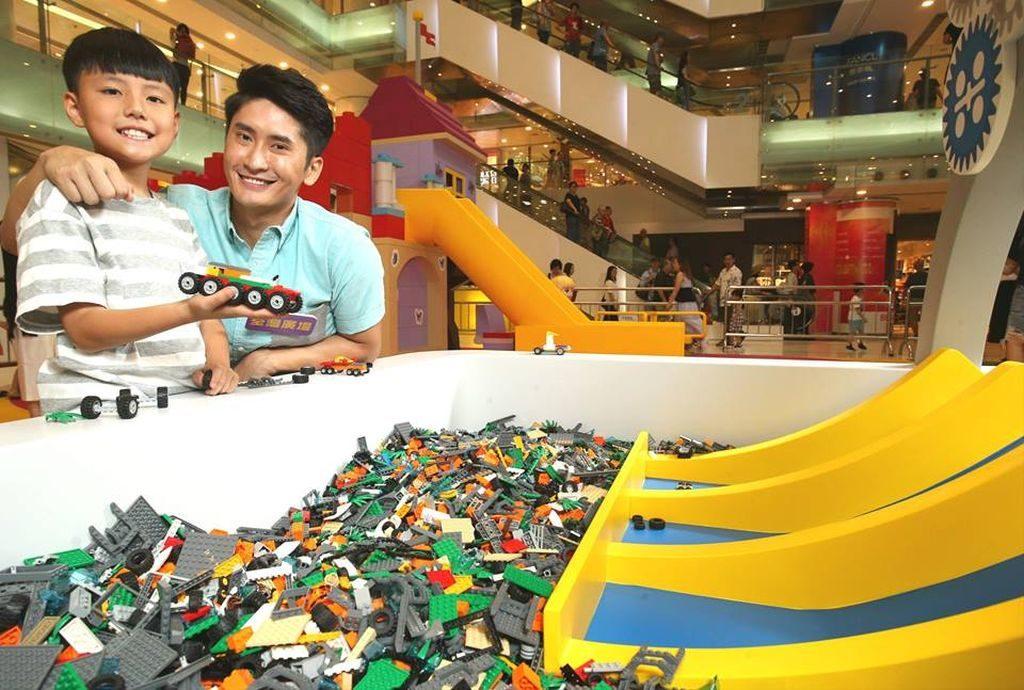 「荃灣廣場 × LEGO 我們的遊樂場」-極速天地:讓小孩自由組裝 LEGO 積木車,以衝過跳台。