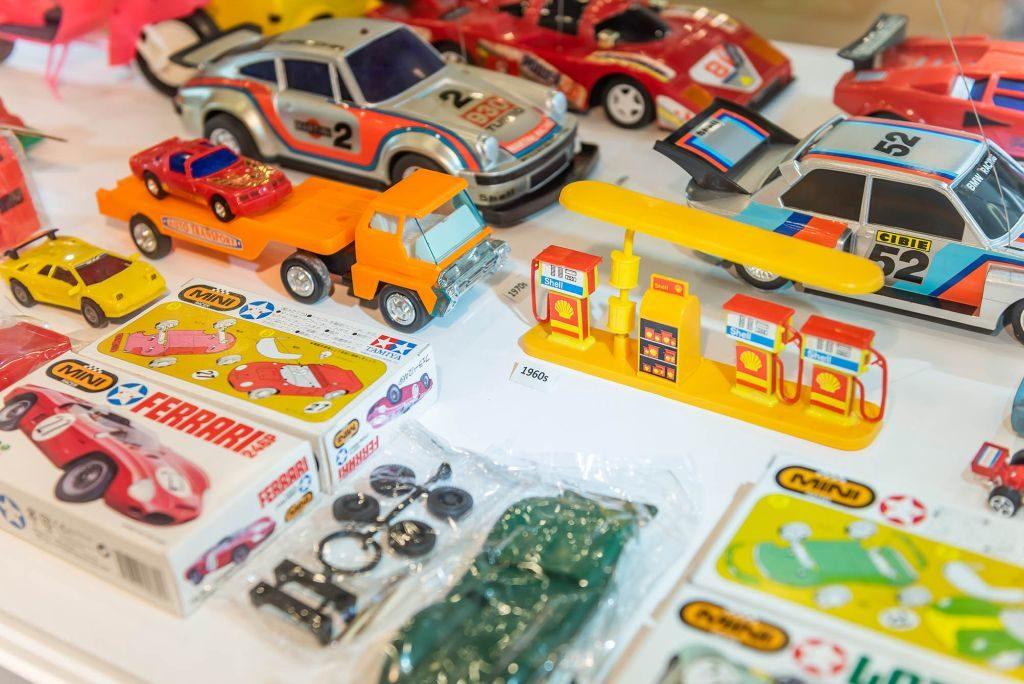 We Go MALL 小時候•小玩意•小滋味展覽上,展出多款 80 年代製造的法拉利、保時捷及林寶堅尼等系列玩具車。