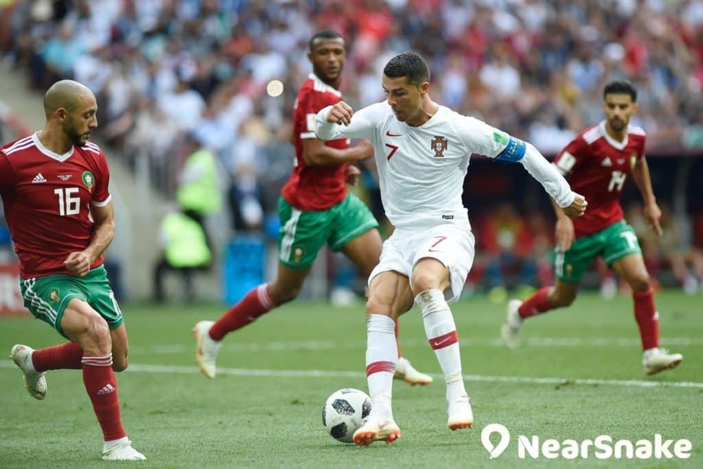 想不到 C 朗步美斯後塵,葡萄牙以 1:2 敗於烏拉圭手上,兩大球王 16 強止步。圖中為葡萄牙對摩洛哥的世界盃淘汰賽。