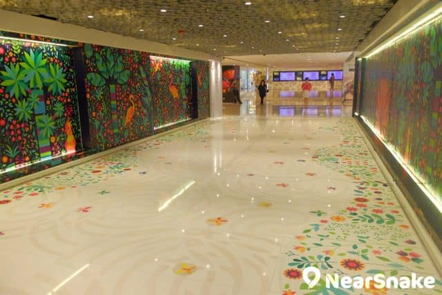 WTC 商場地面的通道,滿有藝術氣息,可是人流卻頗稀疏。
