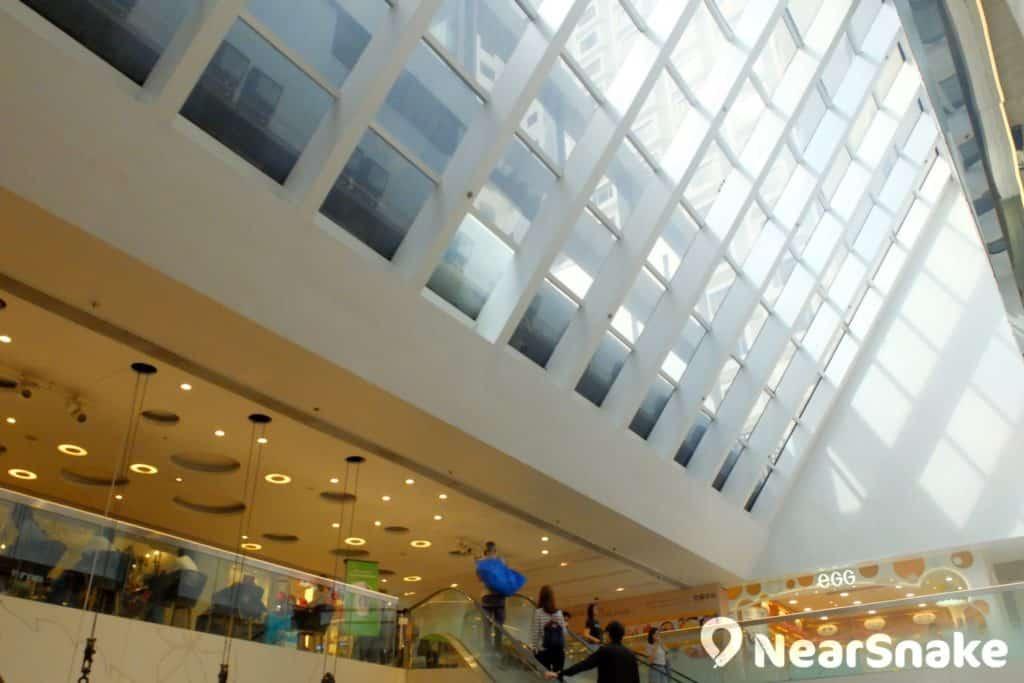 WTC 商場的透明天幕可起著採光作用,使商場內的環境光線顯得更自然舒服。