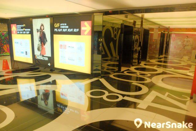 世貿中心商場內沒扶手電梯通往 5 樓以上樓層,要到 6 樓或以上的食肆,大家必需在地面的電梯大堂乘搭升降機。