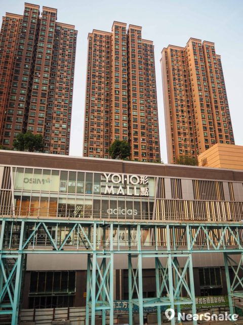 Yoho Mall II 期由新元朗中心翻新而成,商場定位較形點 1 期親民。