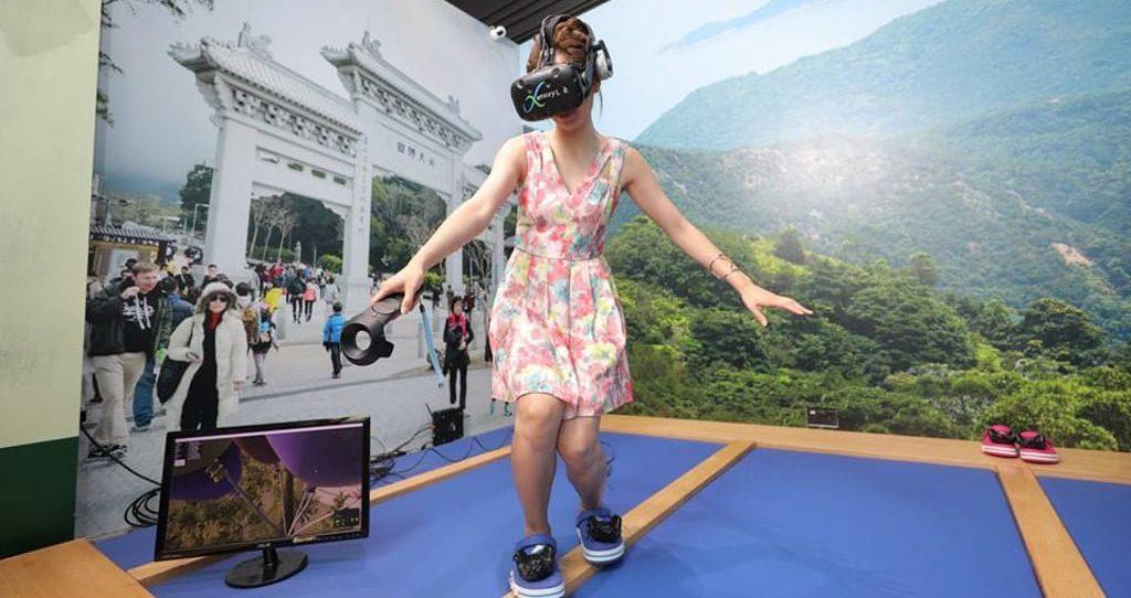昂坪360:360 仲夏 3Style 「360VR 體驗館」讓玩家模擬在半空走吊索。