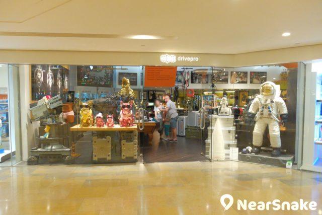 太古廣場 L1 樓層開設了不少特色精品店、家品店或體育用品店。