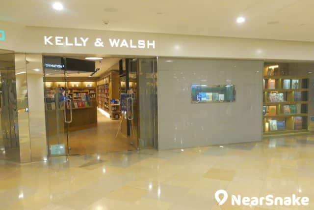 大家來到太古廣場不要一味的買買買,不妨來 Kelly & Walsh 打打書釘,休息一會吧!