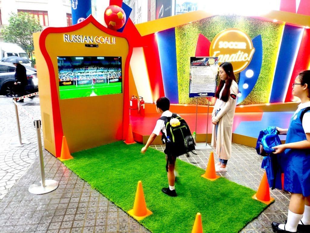 The East以傳統玉兔為創作意念,設計出炫眼奪目的巨型「月滿團圓」裝置,裝置更設有激「賞」中秋互動遊戲。