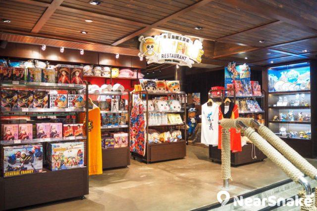 黃埔海賊王餐廳有 One Piece 精品販賣,由 figure 精品、模型,甚至路飛的招牌草帽都有。