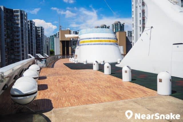 「黃埔號」的頂層設有一個休憩區,在這裡吹吹風、曬太陽頗為寫意。